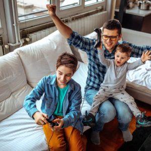 Jeux vidéo : des manettes et du lien